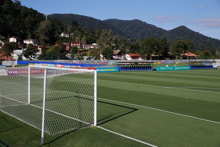 Greve afeta abastecimento na cidade onde treina a seleção brasileira