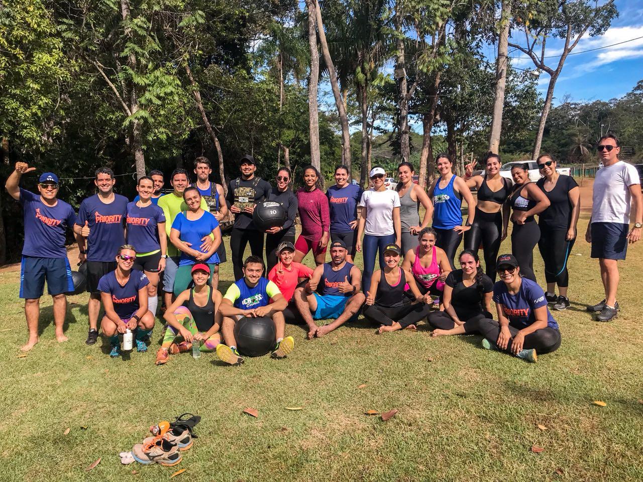 Atletas e alunos de centros de treinamento físico de Palmas superam limites em corrida de aventura em meio à natureza