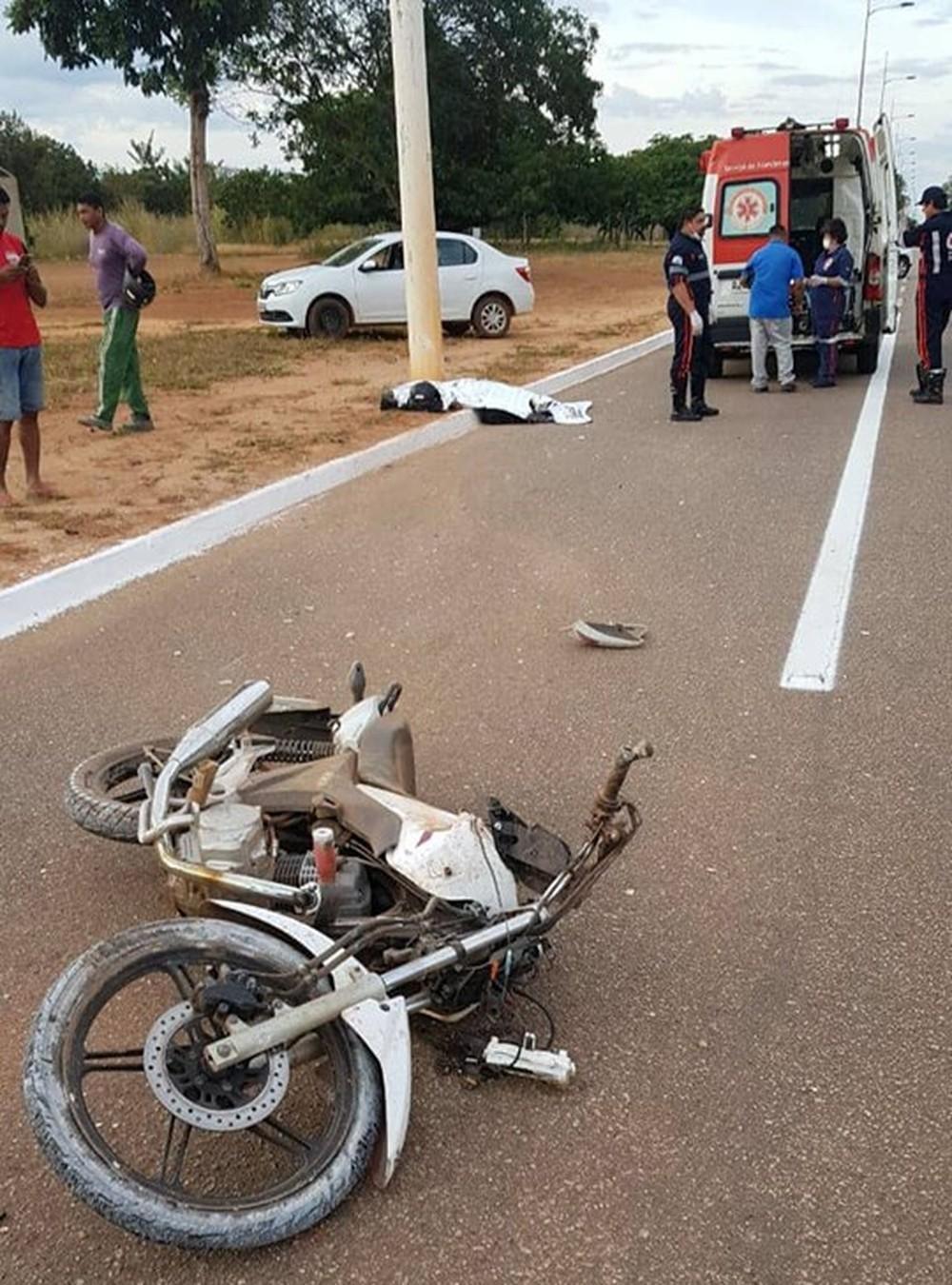Motociclista morre após bater em poste na avenida Theotônio Segurado