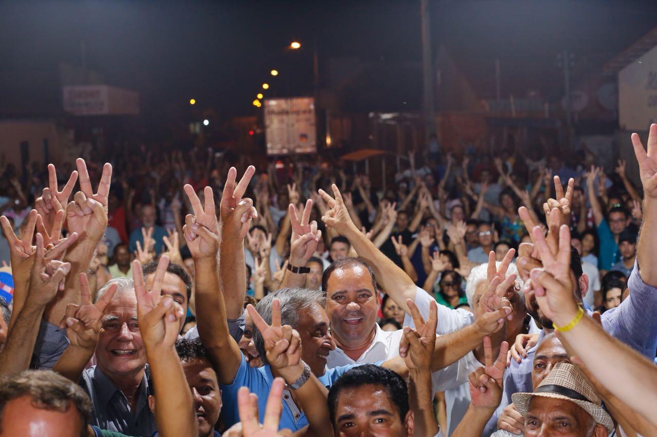 Vicentinho é recebido por uma multidão no aeroporto de Tupirama