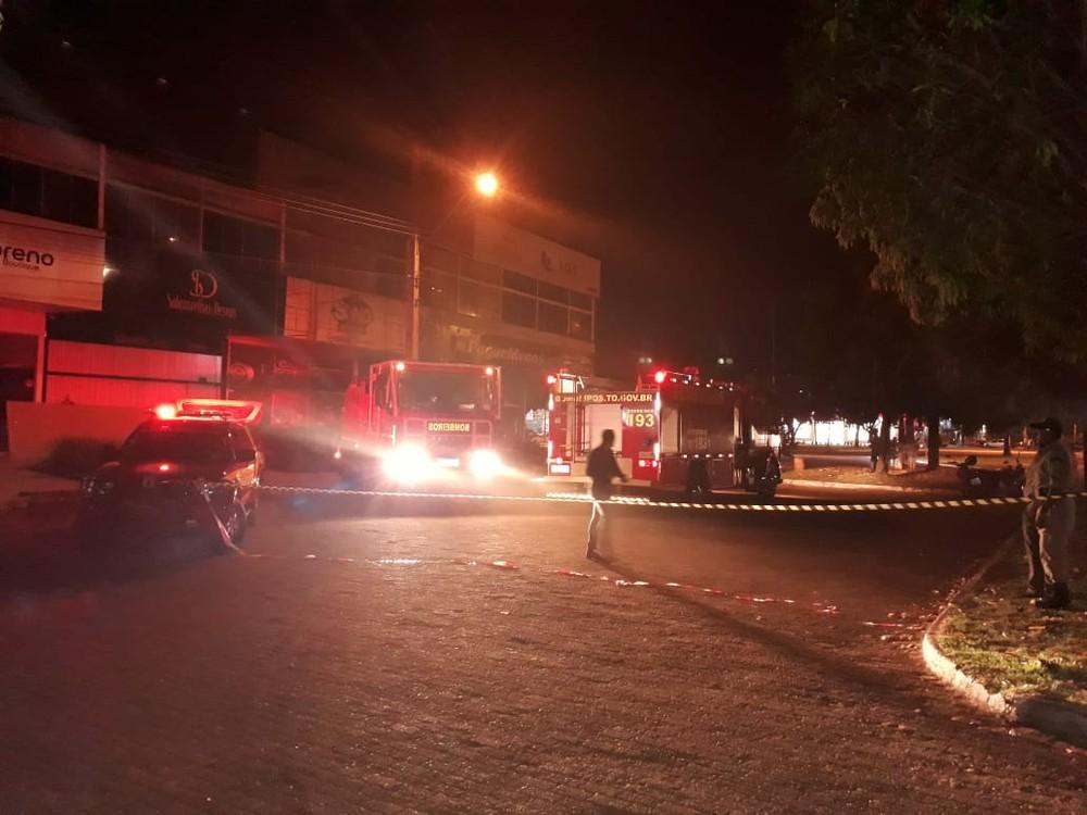 Incêndio atinge loja de colchões no centro de Palmas e fumaça assusta moradores