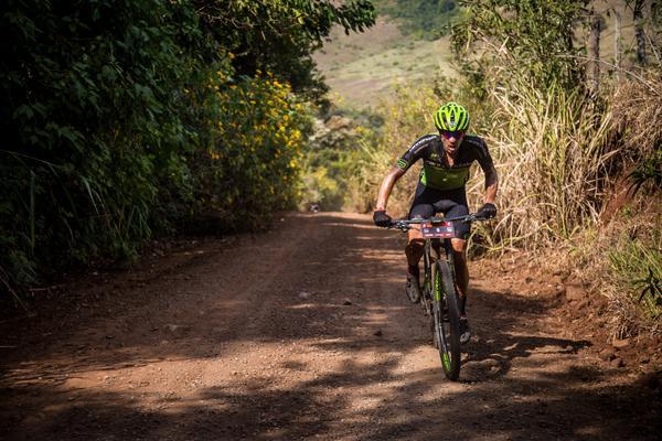 Cinco ciclistas da Shimano disputam a vitória da elite masculina em Mariana (MG)