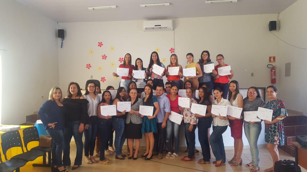 Concluintes de curso de cabeleireiro e manicure recebem certificados em Chapada de Areia (TO)