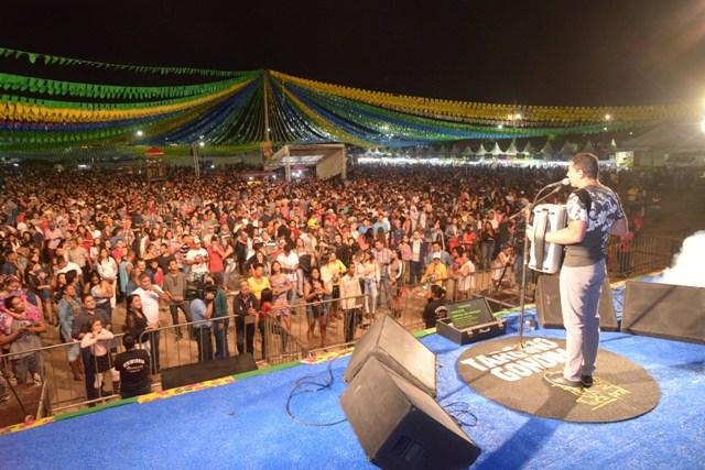 Arraiá do Parque atrai mais de 15 mil pessoas na primeira noite do São João em Barreiras