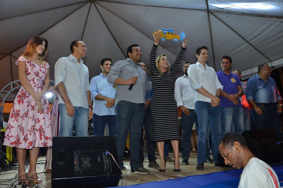 Luana prestigia aniversário de Peixe e é reconhecida pelo esforço em conseguir recursos ao município