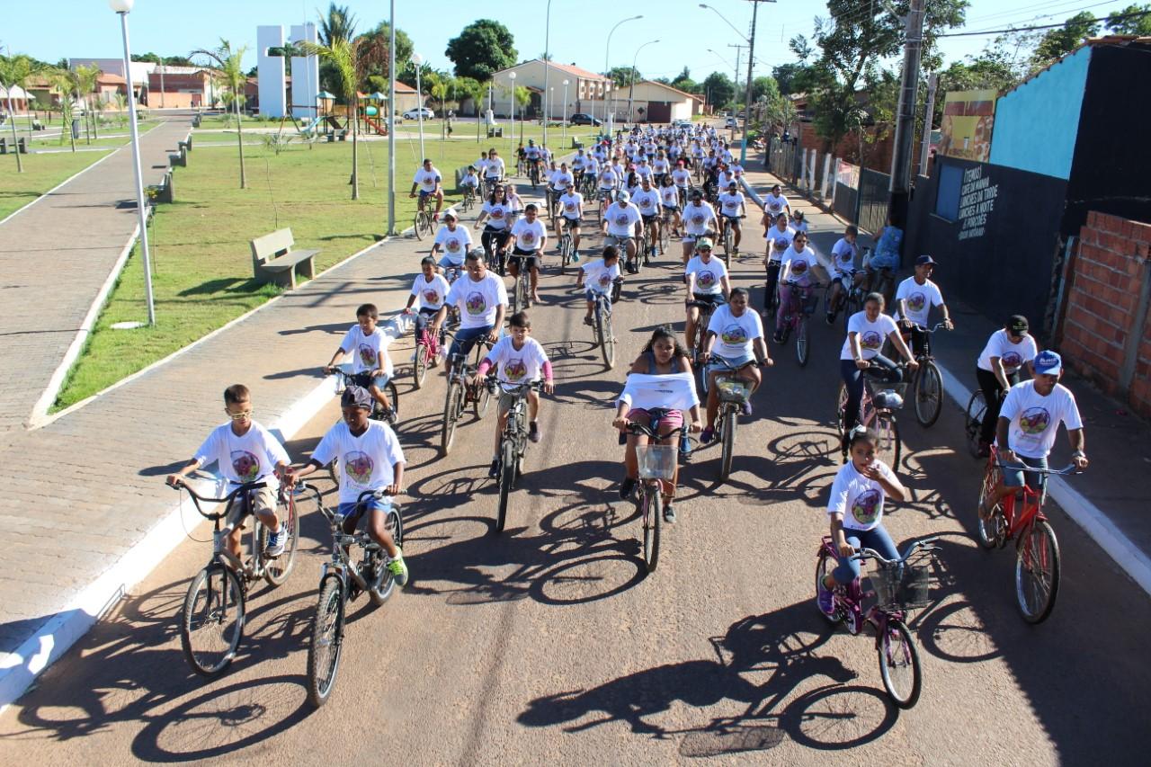 1ª Pedalada Cultural Cooperativista leva mais de 200 ciclistas em tour histórico por Pedro Afonso
