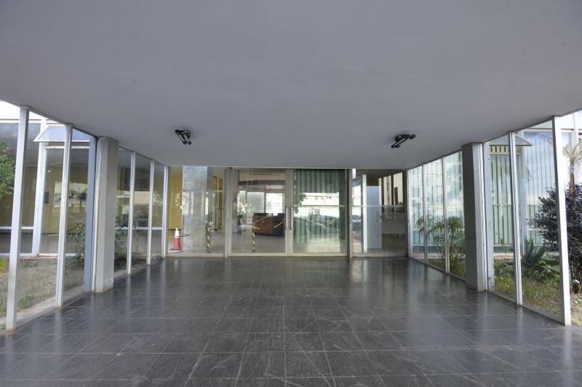 Prédio na Esplanada está abandonado há três anos e custa R$ 50 mil mensais