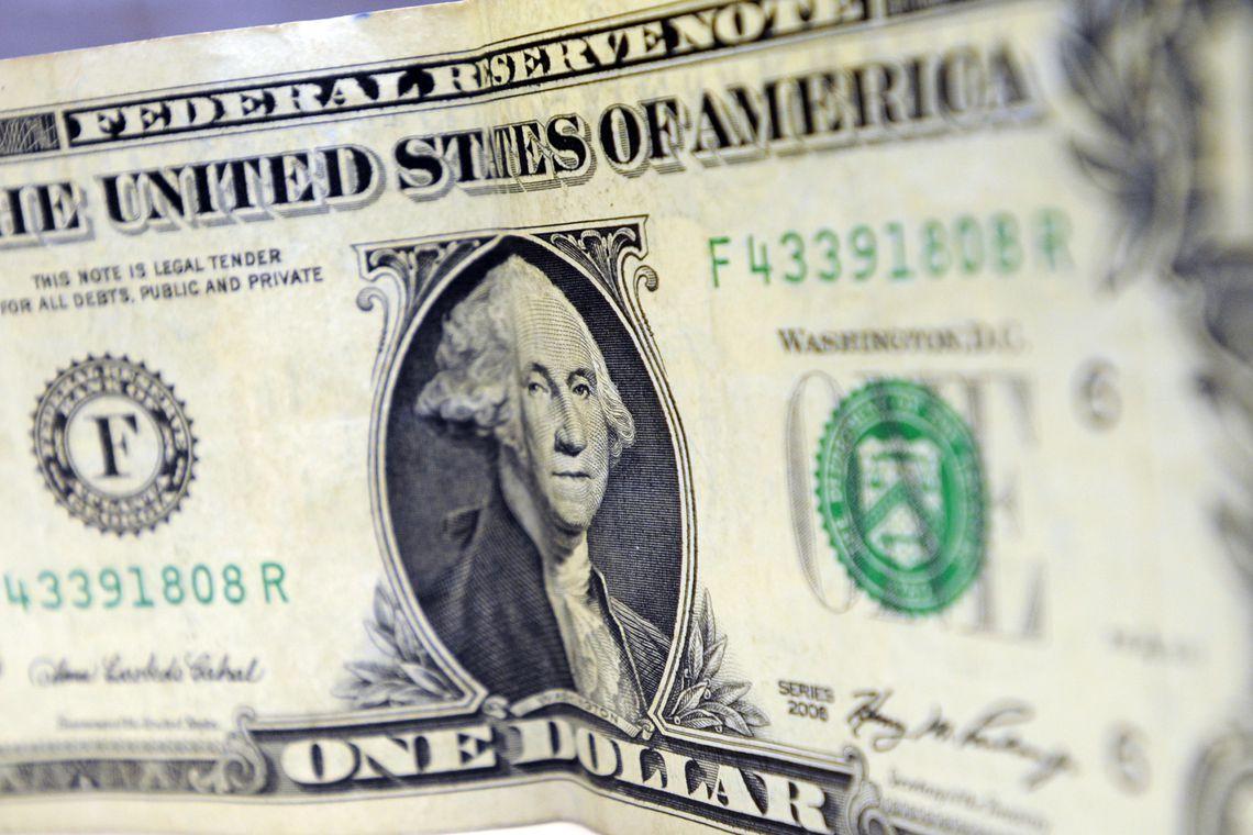 Dólar supera R$ 4,50 pela 1ª vez por medo de expansão do coronavírus