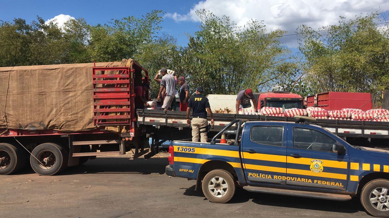 PRF flagra caminhão com carga de arroz sem nota fiscal em Guaraí (TO)