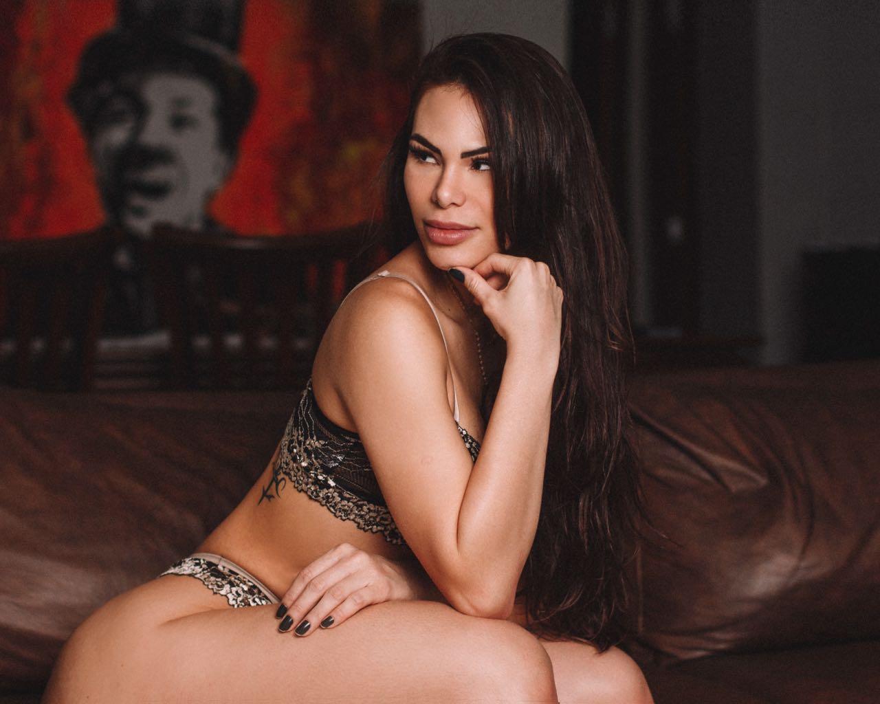 Rayssa Melo comemora o Lingerie Day e diz que peças íntimas são importantes na hora H