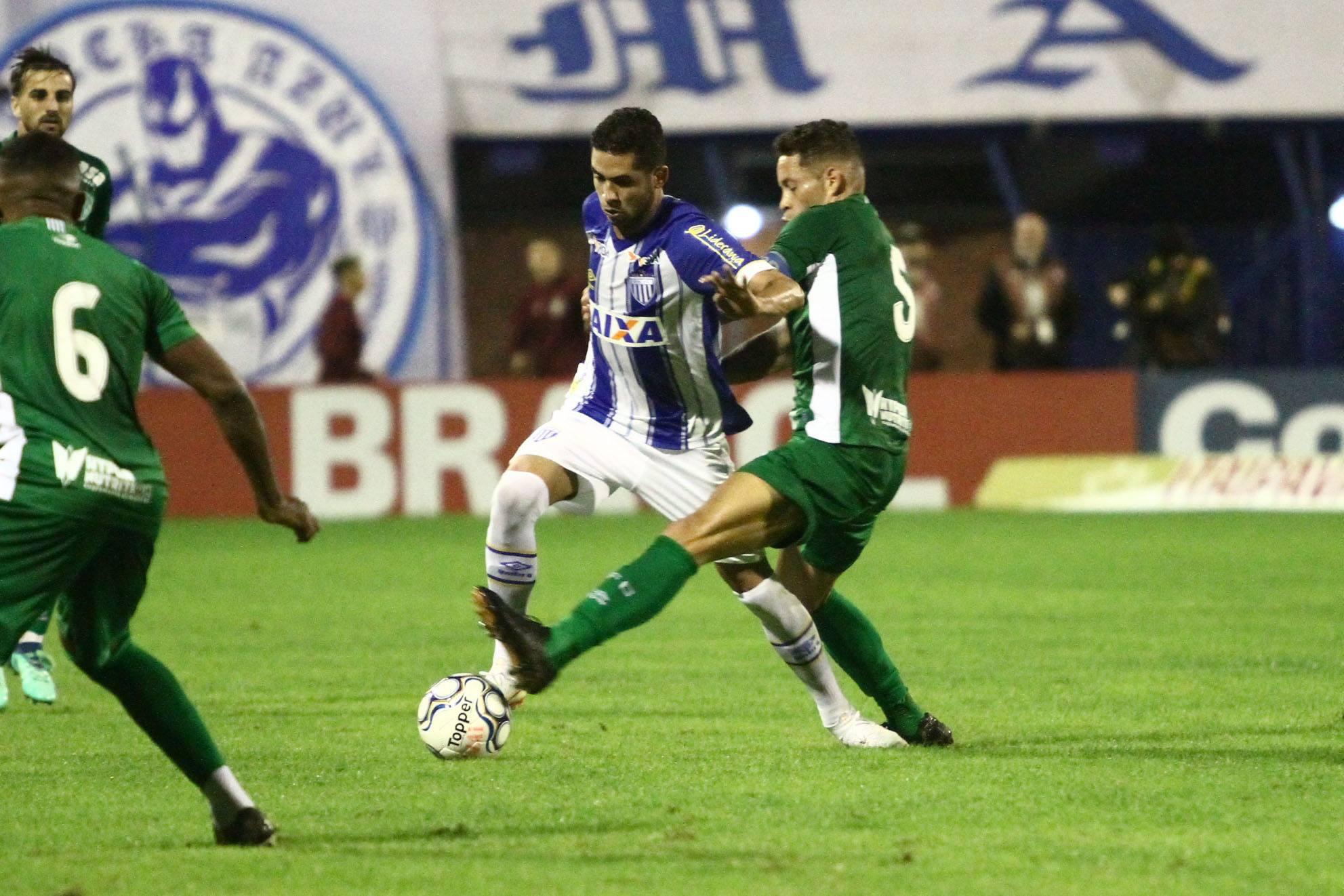 "Recuperado, Renato volta ao palco de conquista pelo Avaí: ""Dos jogos mais marcantes da carreira"""