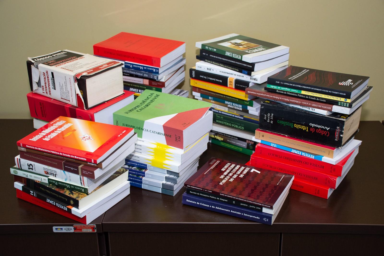 Procuradoria-Geral de Justiça doa livros para unidade prisional de Palmas