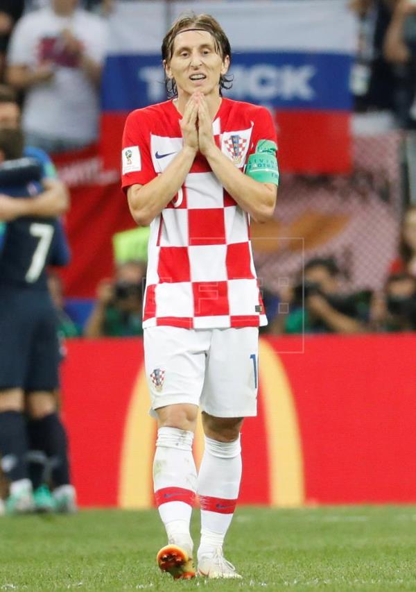 Modric recebe prêmio de melhor jogador da Copa; Mbappé é eleito revelação