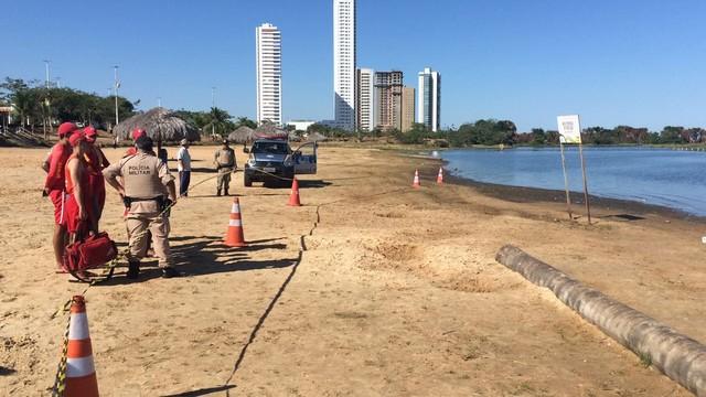 Homem encontrado morto em lago é enterrado como indigente