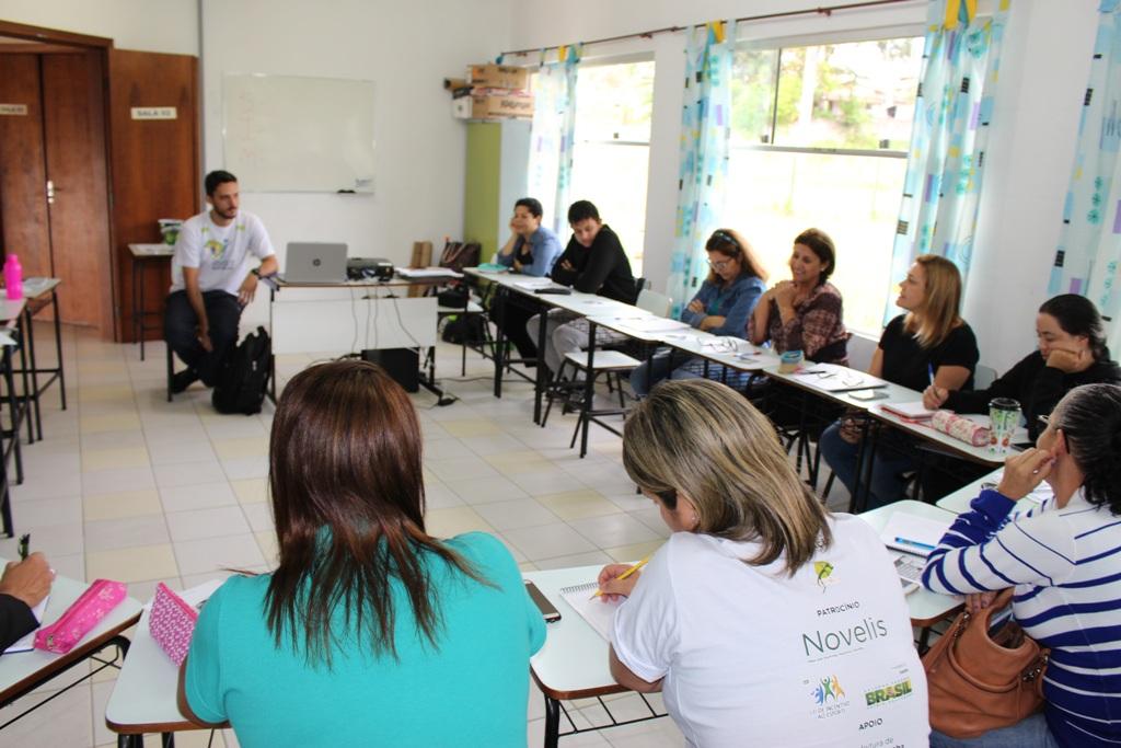 IEE e Petrobras voltam a Araucária e São Mateus do Sul para capacitar professores