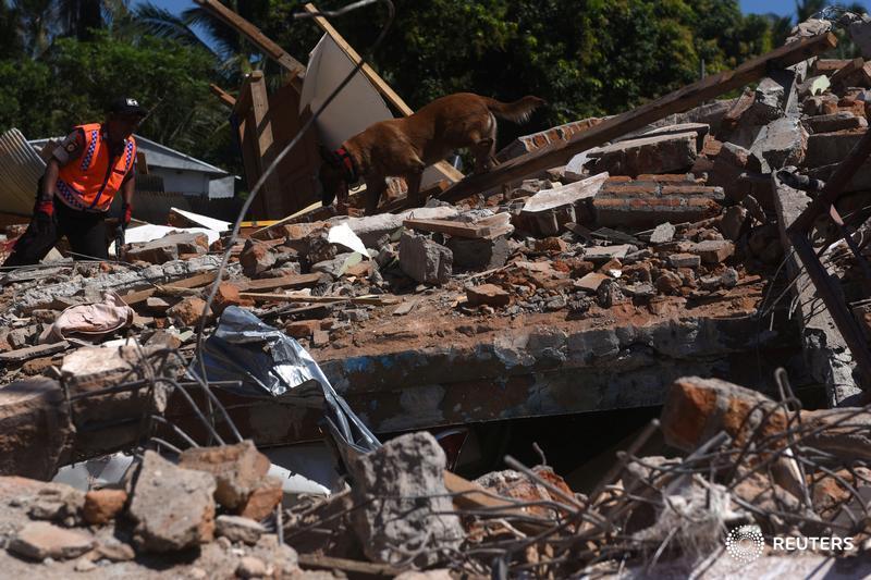Número de mortes por terremoto na Indonésia chega a 131; busca por sobreviventes continua