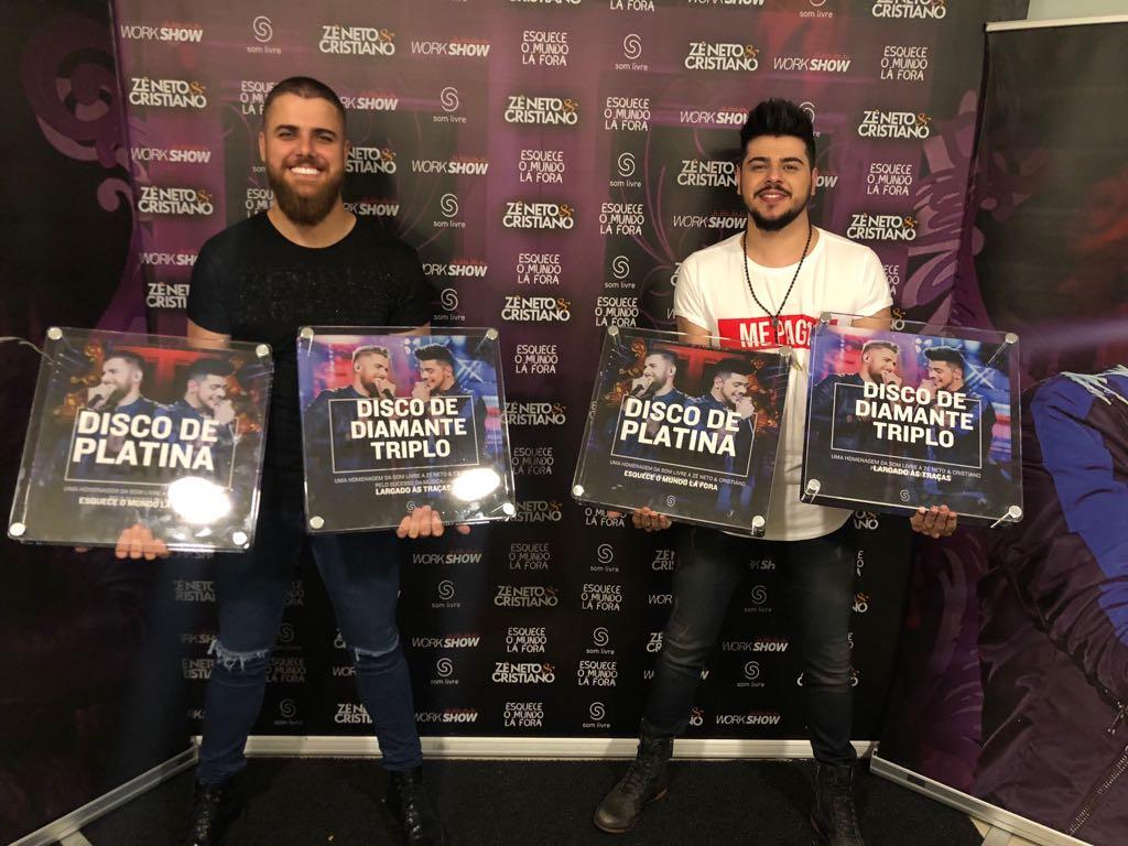 Zé Neto & Cristiano recebe discos de diamante triplo e de platina pela Som Livre