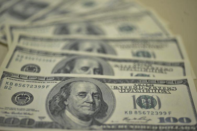 Ibovespa e dólar encerram o dia estáveis