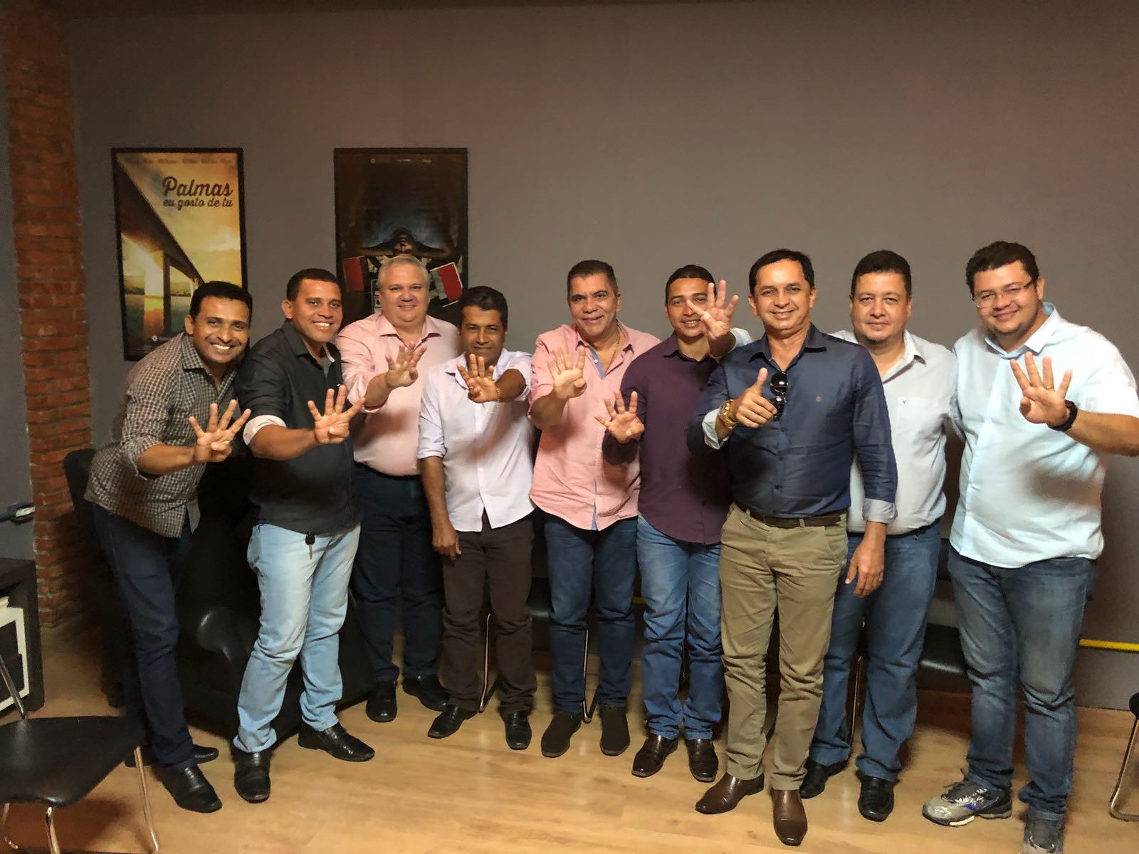 """Amastha recebe apoio de prefeitos e líderes políticos do sudeste do Tocantins: """"Comigo vocês não vão precisar mendigar recursos"""""""