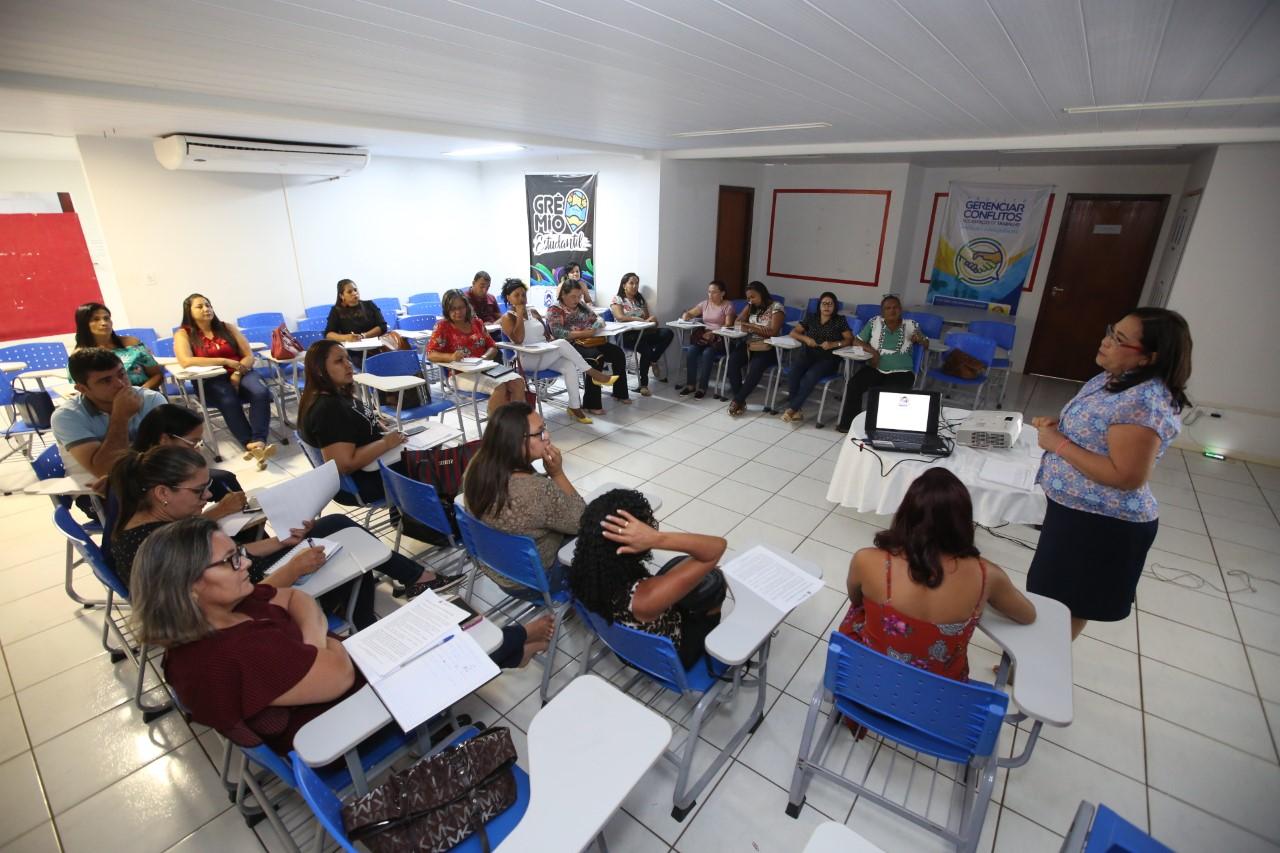 Educadores de oito municípios avaliam metas dos programas do Instituto Ayrton Senna
