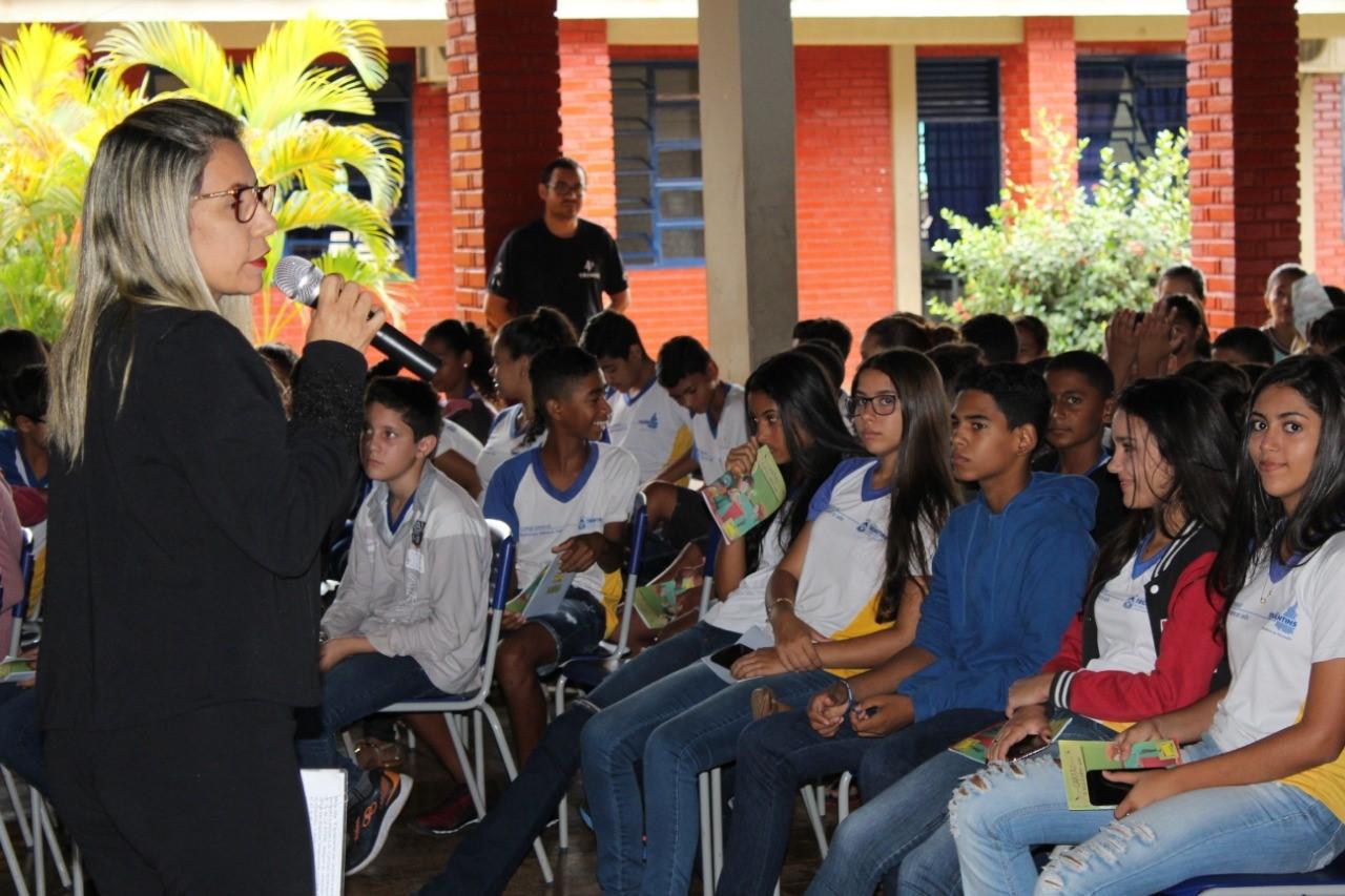 Procon discute com alunos direitos e deveres do consumidor
