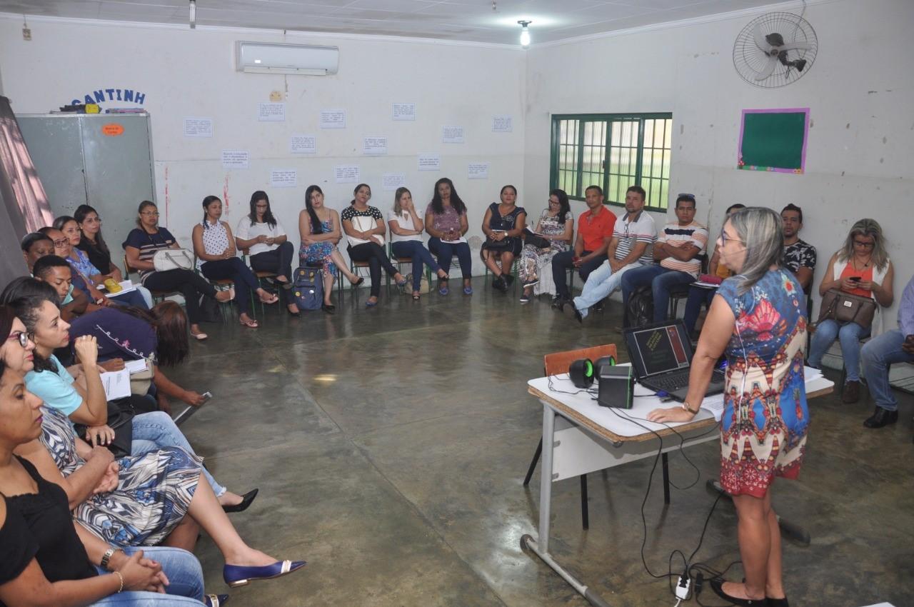 Secretaria Municipal de Educação discute proposta pedagógica da Educação de Jovens e Adultos (EJA) de Porto Nacional