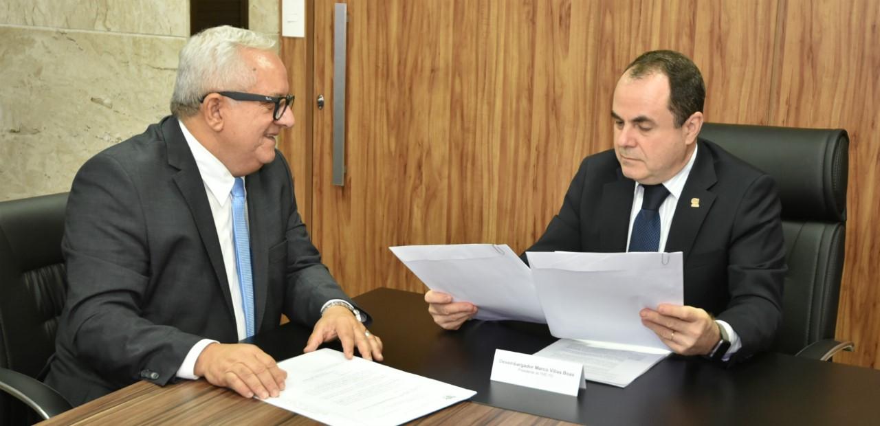 Presidente do TRE-TO recebe do TCE lista dos gestores com contas julgadas irregulares
