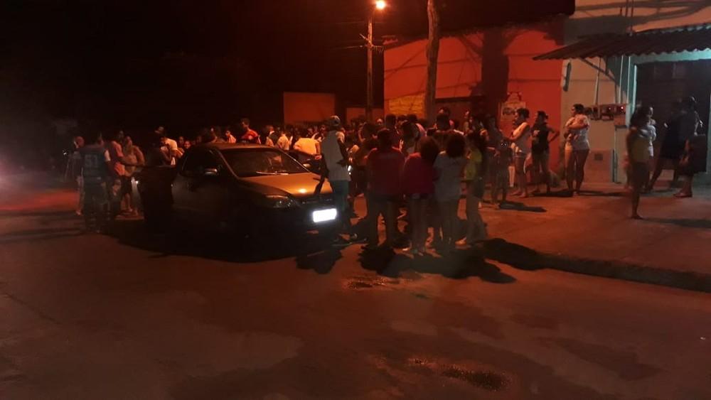 Homem é morto a tiros e dois ficam feridos na frente de bar em Araguaína