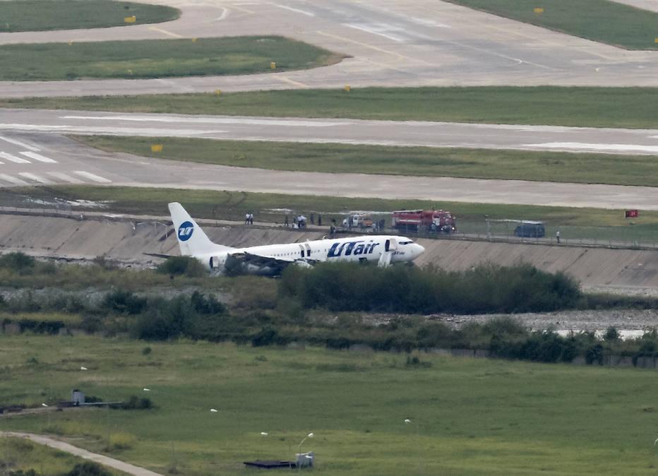 Avião pega fogo durante pouso e deixa 18 feridos em Sochi, na Rússia