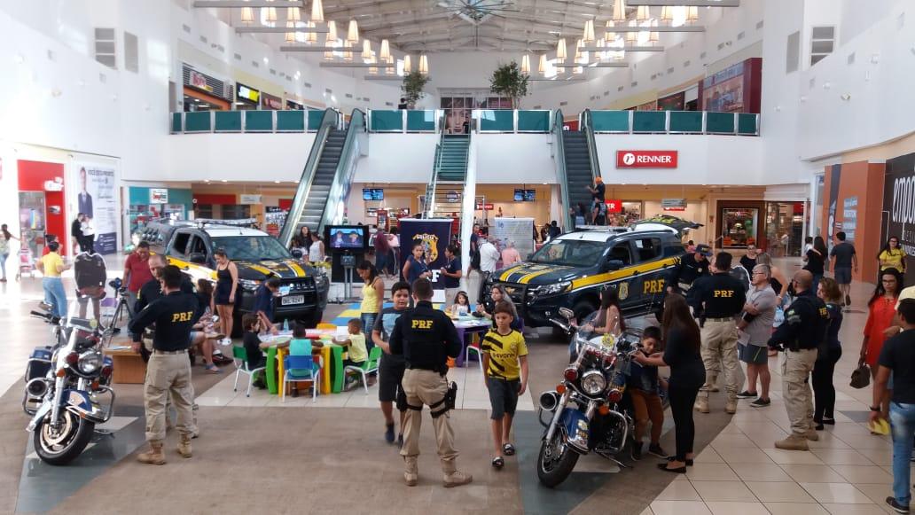 A PRF realizou exposição no Capim Dourado Shopping na Semana Nacional de Trânsito
