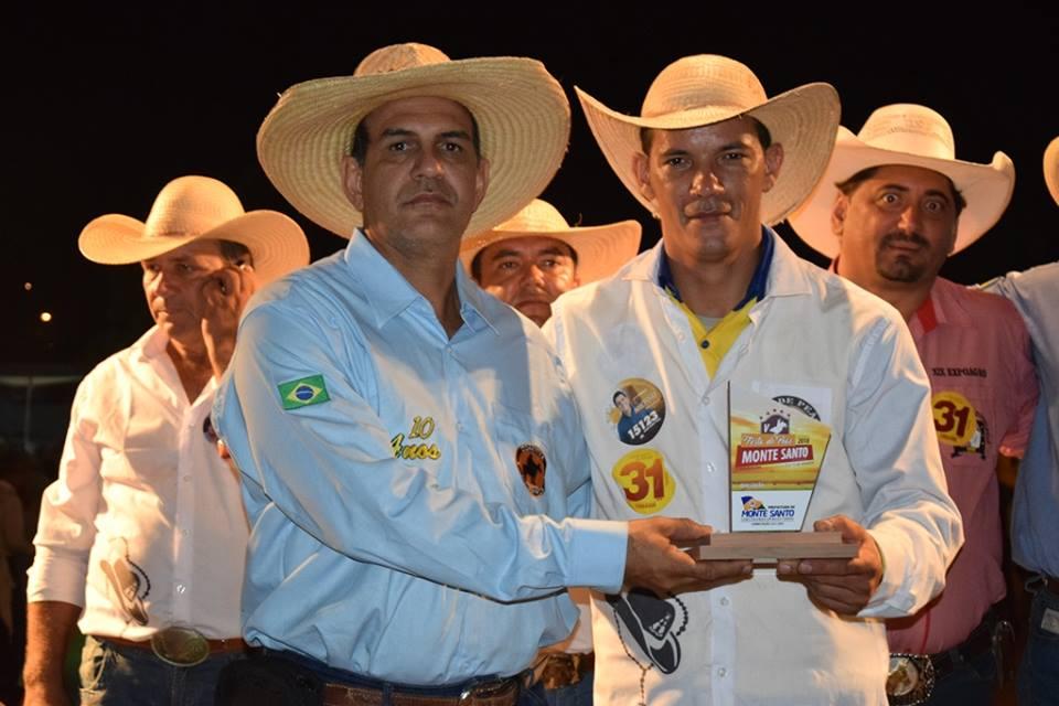 Prefeito de Marianópolis (TO) participa da Cavalgada da V Festa do Peão de Monte Santo