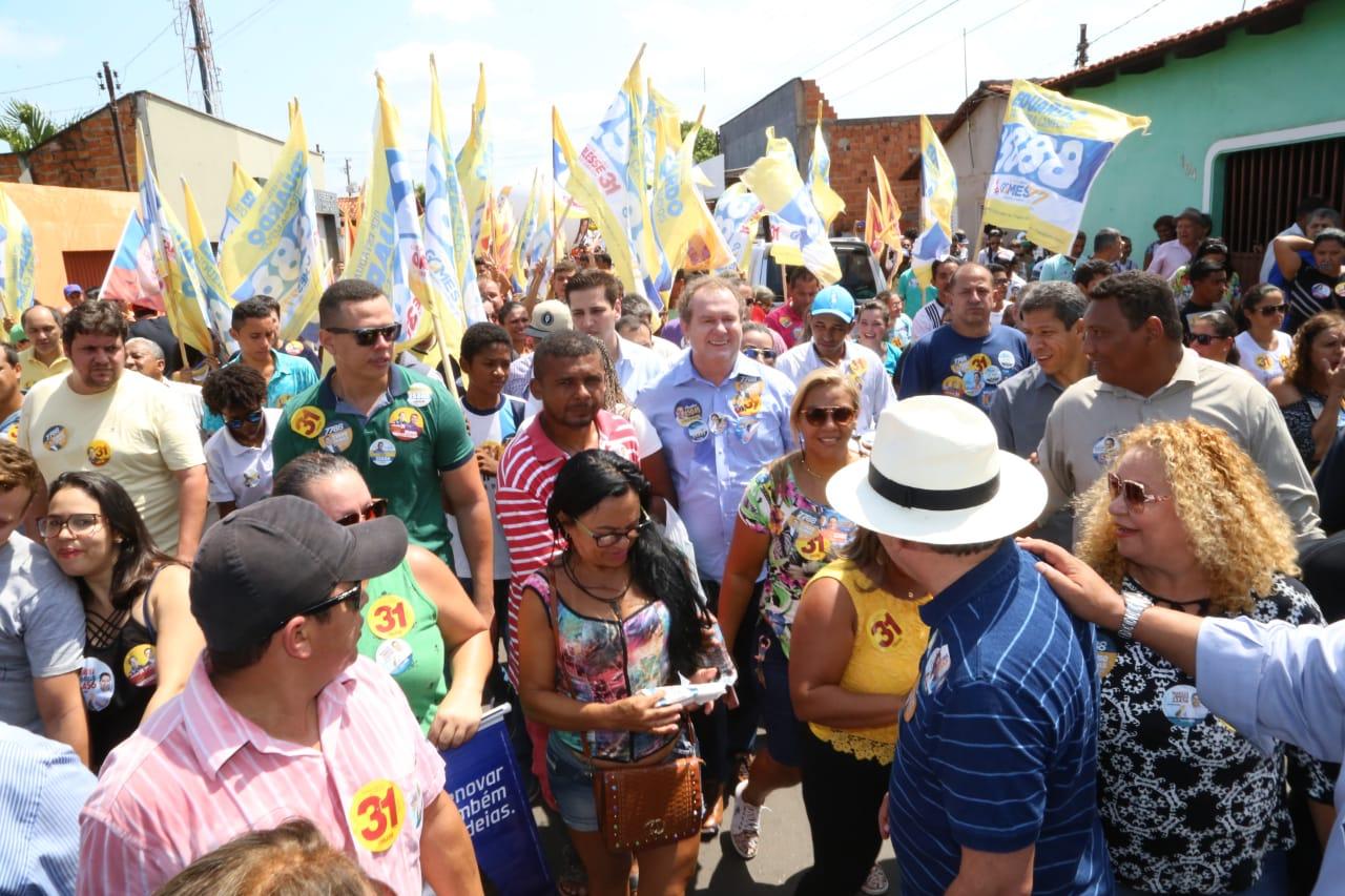 Multidão com Carlesse em Araguaína dá tom da vitória em primeiro turno
