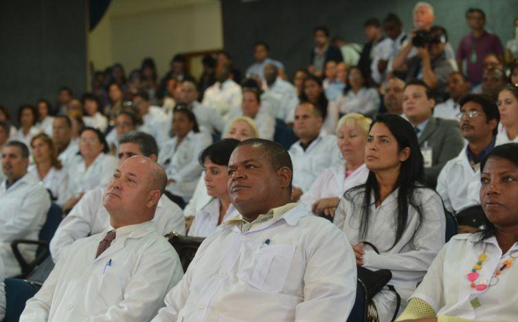 CFM afirma que há médicos suficientes para atender Brasil
