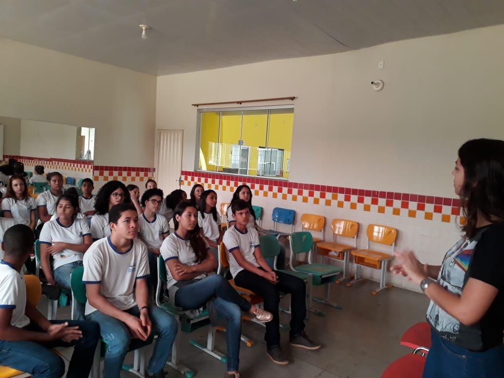 Alunos da Escola Municipal Darcy Ribeiro aprendem sobre guarda responsável de animais