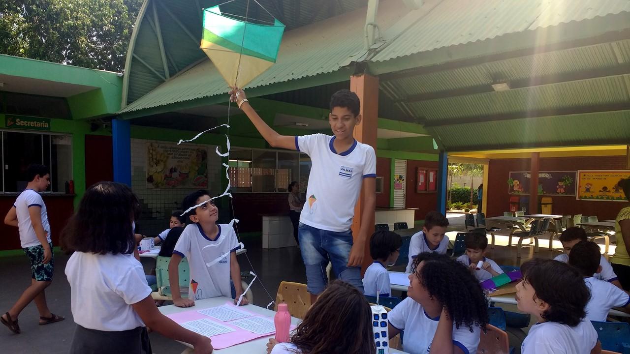 Professores da Escola Municipal Henrique Talone promovem aulas de Matemática usando pipas