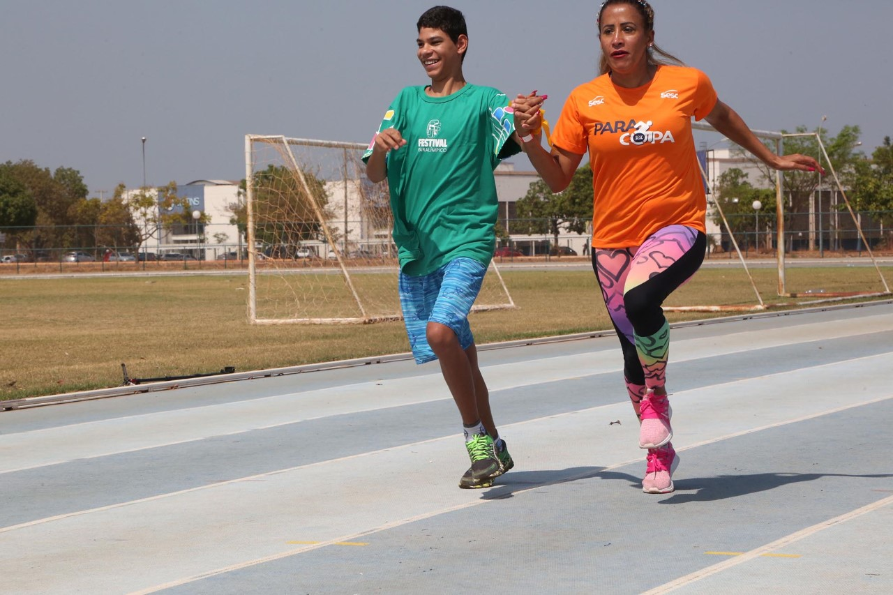Estudantes tocantinenses vivenciam modalidades esportivas com medalhista paralímpica Terezinha Guilhermina