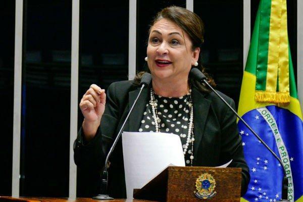 Kátia Abreu comenta declaração polêmica de vice de Bolsonaro