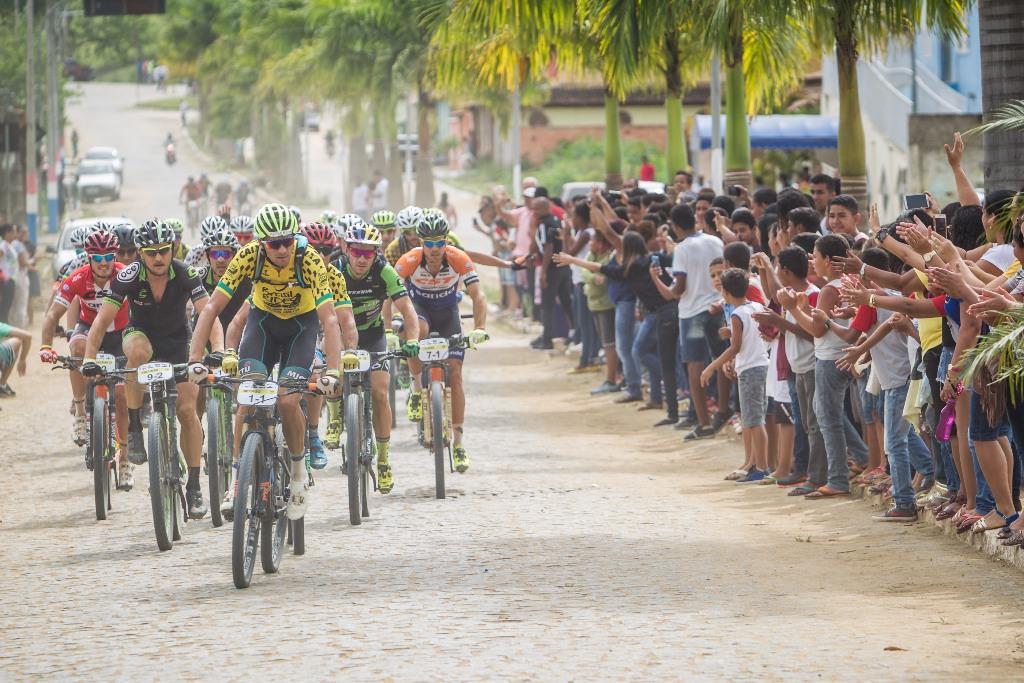 Henrique Avancini e Manuel Fumic vencem prólogo da Brasil Ride 2019 com recorde