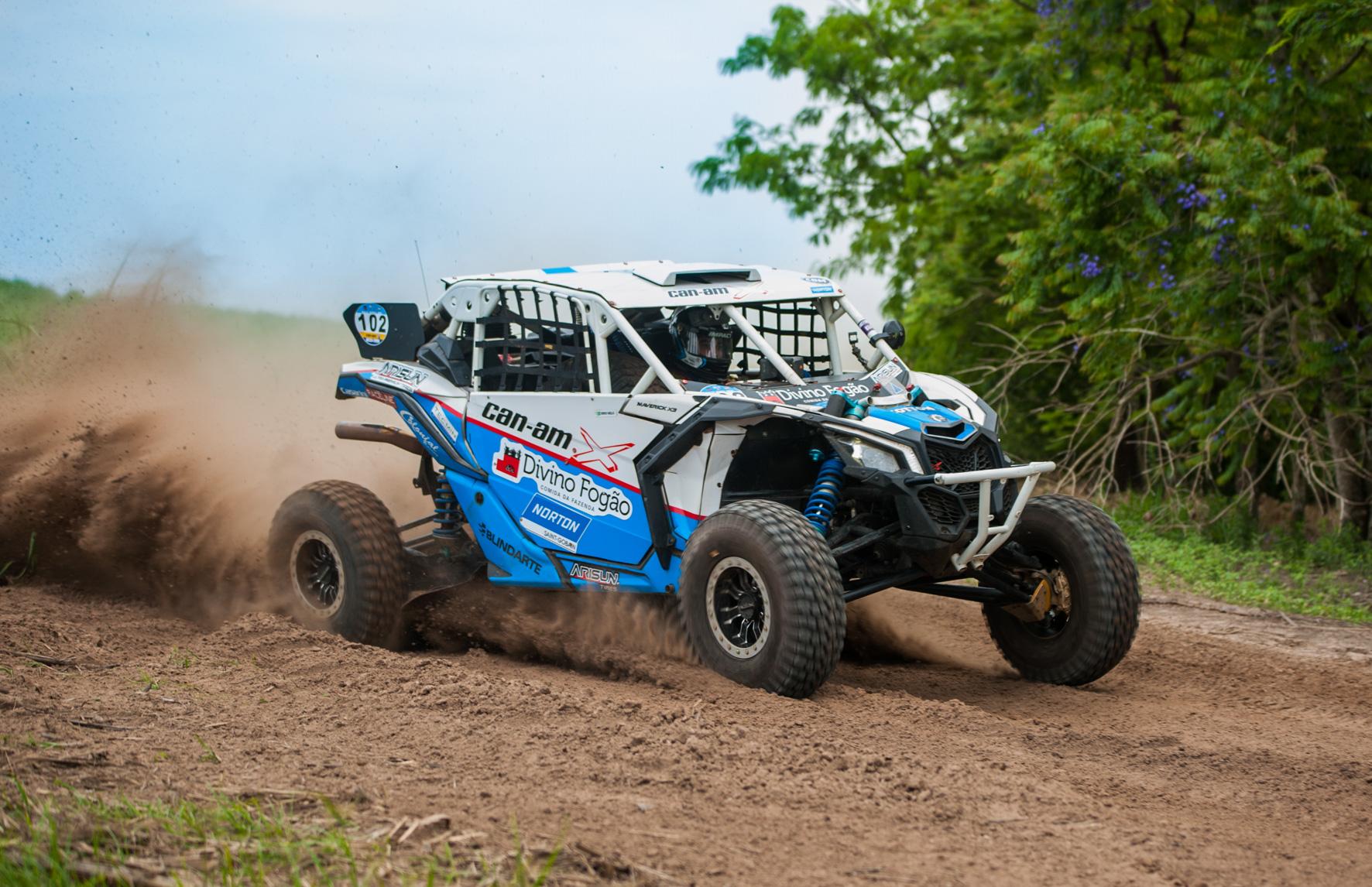Rodrigo Varela amplia liderança dos UTVs no Brasileiro de Rally Baja após vitória no Rally Serra Azul