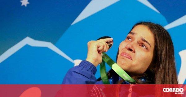 Atleta paralímpica ganha medalha e descobre a morte do pai antes de subir ao pódio