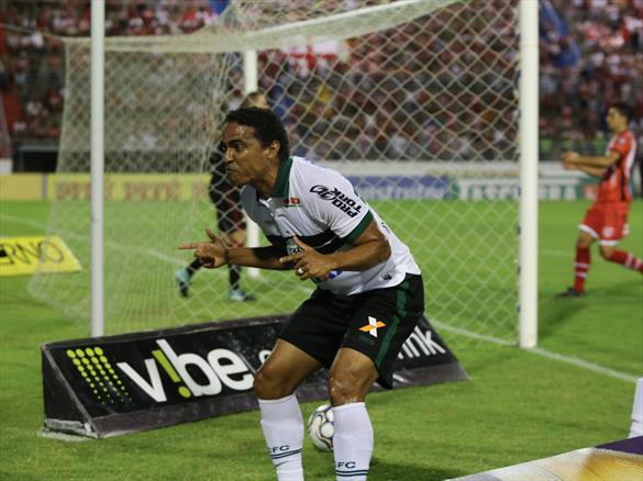 Invicto há quatro jogos, Rafael Lima enaltece novo momento do Coritiba e pede jogo praticamente perfeito no confronto direto diante do CSA