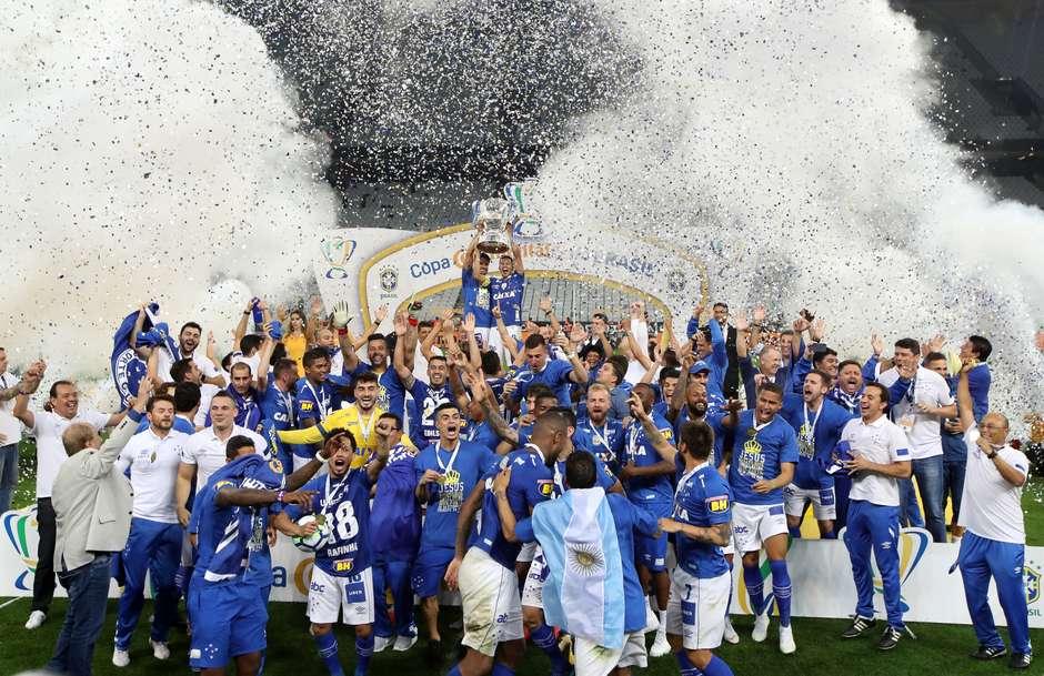 VAR anula virada do Corinthians e Cruzeiro leva o hexa