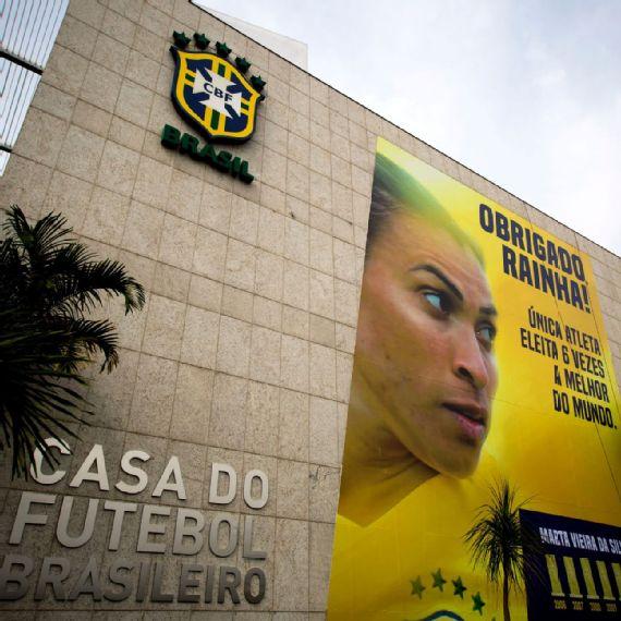 CBF homenageia Marta com enorme outdoor na fachada da sede