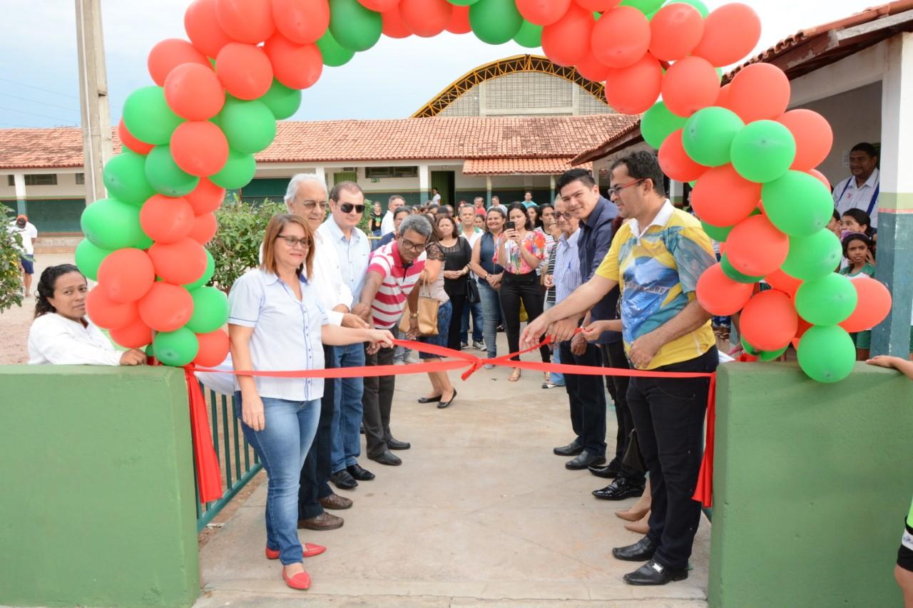 Prefeito Moisés Avelino inaugura Quadra Poliesportiva na Escola Municipal Pouso Alegre