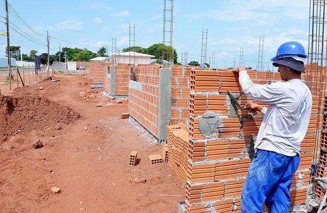 Igreja no RJ usa o dízimo para construir casas para membros que não têm moradia