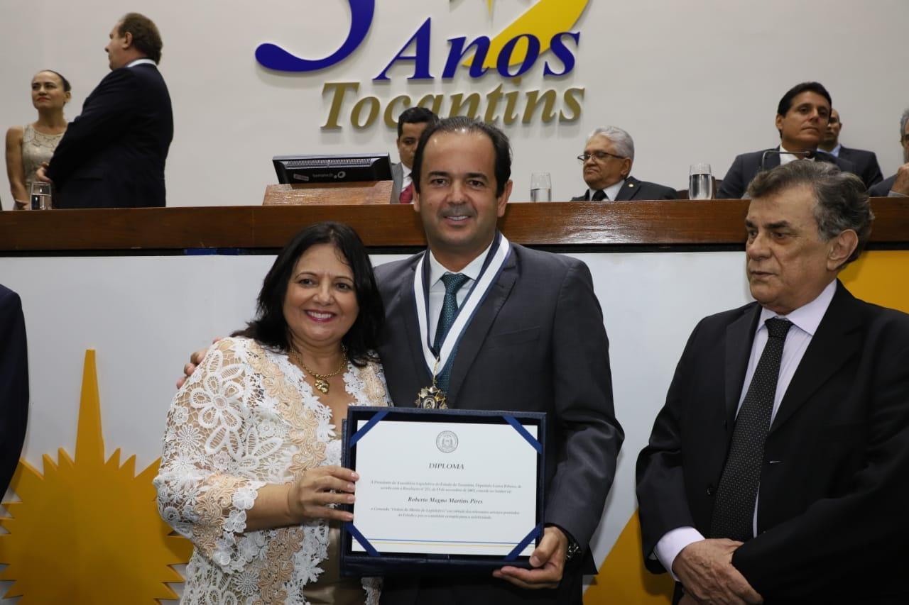 Roberto Pires é homenageado com Ordem do Mérito Legislativo em sessão solene na Assembleia