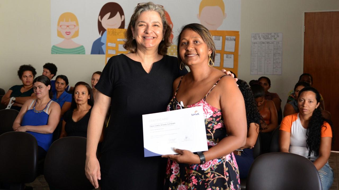 Cras Taquaruçu capacita mais de 100 profissionais em Corte e Costura; entrega de certificados foi feita nesta terça, 20