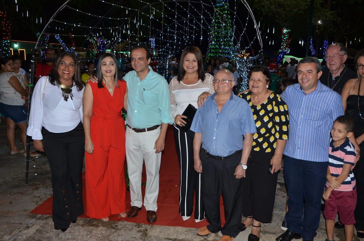 Prefeitura de Porto Nacional inaugura iluminação natalina, campanha Natal para Todos e Casa do Papai Noel