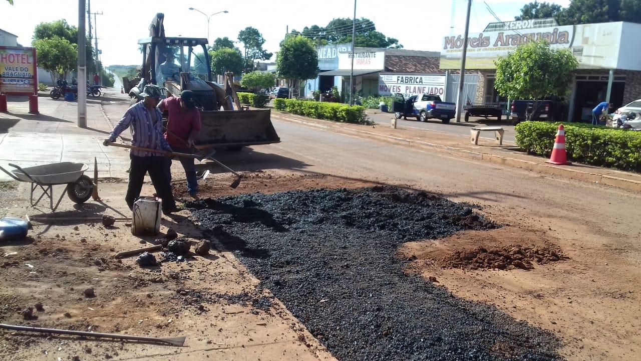 Ruas e avenidas de Marianópolis recebem mais uma etapa da operação tapa-buracos