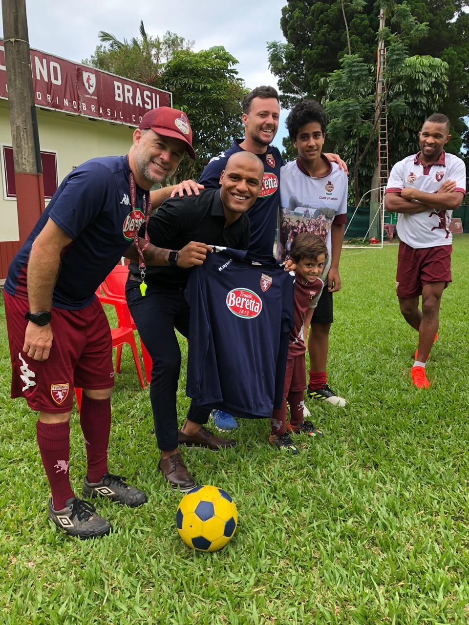 De férias em Florianópolis, Patric, lateral-direito do Atlético Mineiro, visita o Torino FC Academy Brasil